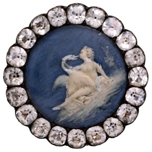 1780 button. Wax on printed metal. Photo: Jean Tholance.